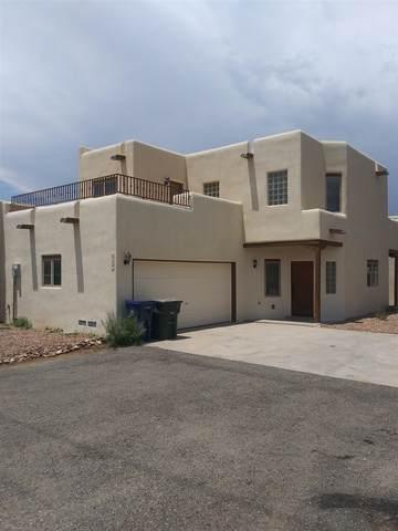 3101 La Paz, Santa Fe, NM 87507 (MLS #202103113) :: Summit Group Real Estate Professionals