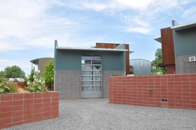 934 Shoofly Unit A, Santa Fe, NM 87505 (MLS #202103129) :: Summit Group Real Estate Professionals