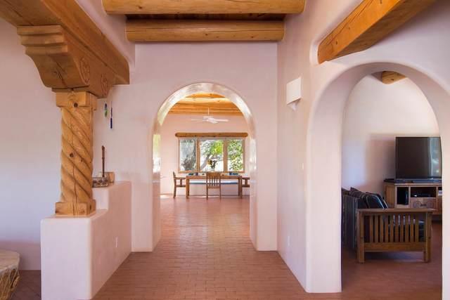 13 Hawthorne Circle, Santa Fe, NM 87506 (MLS #202103215) :: Summit Group Real Estate Professionals