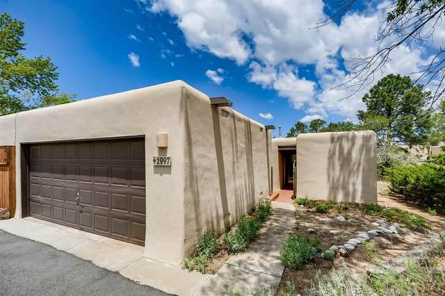 2997 Plaza Azul, Santa Fe, NM 87507 (MLS #202103293) :: Summit Group Real Estate Professionals