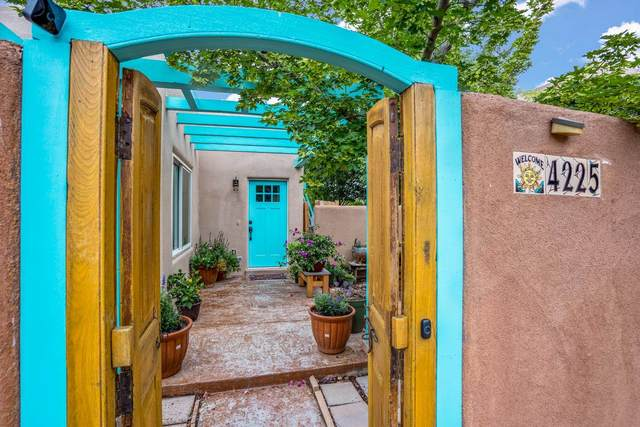 4225 Vuelta Colorada, Santa Fe, NM 87507 (MLS #202103312) :: Summit Group Real Estate Professionals