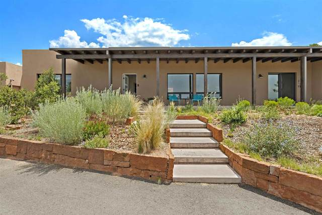 817 Stagecoach Drive, Santa Fe, NM 87501 (MLS #202103330) :: Stephanie Hamilton Real Estate