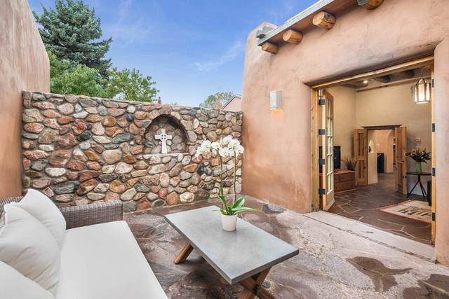 652 Old Santa Fe Trail, Santa Fe, NM 87505 (MLS #202103707) :: Berkshire Hathaway HomeServices Santa Fe Real Estate