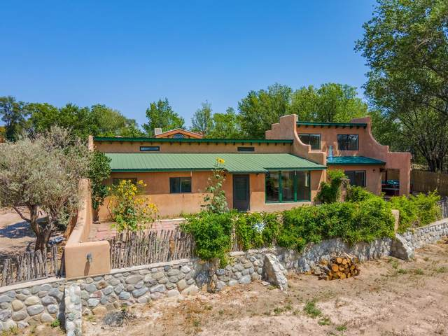 4 Camino De Fabian, Santa Fe, NM 87506 (MLS #202103789) :: Neil Lyon Group | Sotheby's International Realty