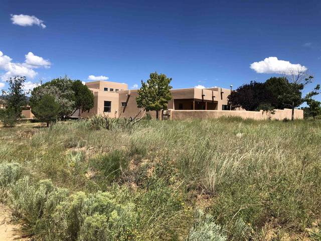 7 Lauro Place, Santa Fe, NM 87508 (MLS #202103813) :: Berkshire Hathaway HomeServices Santa Fe Real Estate