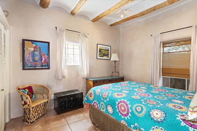 907 1/2 Agua Fria A, Santa Fe, NM 87501 (MLS #202103996) :: Berkshire Hathaway HomeServices Santa Fe Real Estate