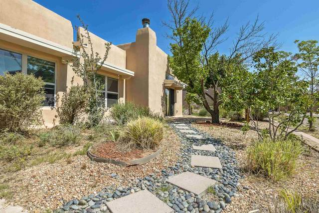 4305 Vuelta Colorada, Santa Fe, NM 87507 (MLS #202104103) :: Berkshire Hathaway HomeServices Santa Fe Real Estate