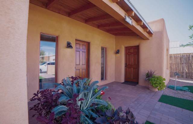 324 Staab St., Santa Fe, NM 87501 (MLS #202104277) :: Berkshire Hathaway HomeServices Santa Fe Real Estate