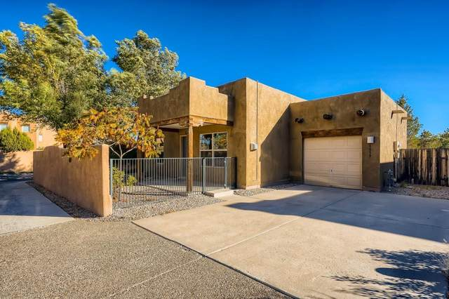 6859 Camino Rojo, Santa Fe, NM 87507 (MLS #202104582) :: Berkshire Hathaway HomeServices Santa Fe Real Estate