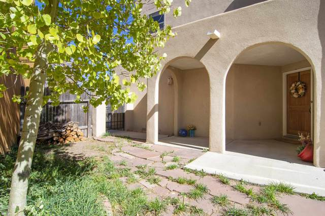 1404 Paseo Norteno, Santa Fe, NM 87507 (MLS #202104586) :: Berkshire Hathaway HomeServices Santa Fe Real Estate