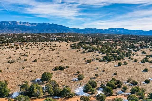 35 Lobo De Tano, Santa Fe, NM 87506 (MLS #202104661) :: Neil Lyon Group | Sotheby's International Realty