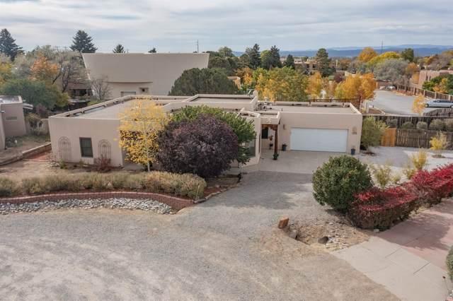 2704 Via Antigua, Santa Fe, NM 87505 (MLS #202104742) :: Summit Group Real Estate Professionals
