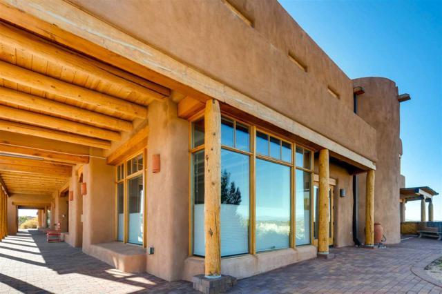 13 Via Plaza Nueva, Santa Fe, NM 87507 (MLS #201705176) :: DeVito & Desmond
