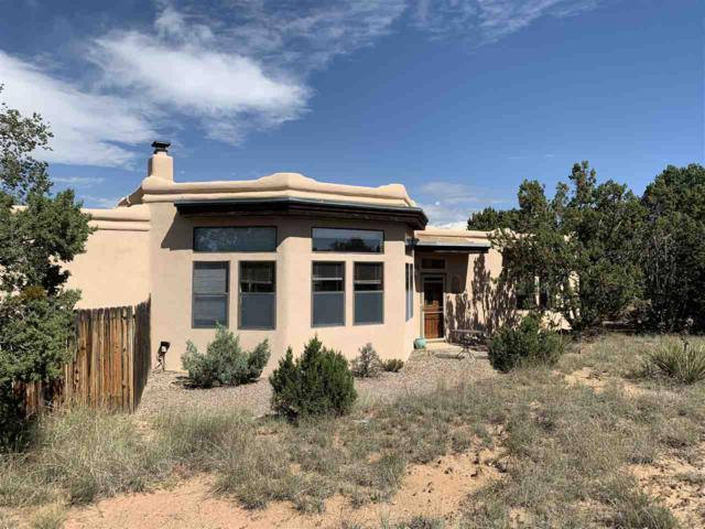 4 Moya Pl, Santa Fe, NM 87508 (MLS #201804645) :: The Desmond Group