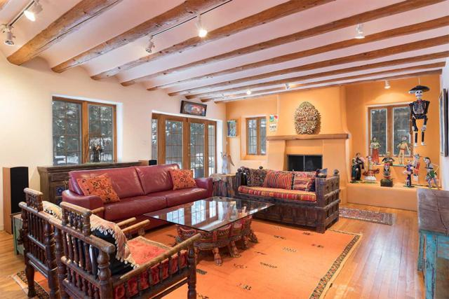 675 Old Santa Fe Trail, Santa Fe, NM 87505 (MLS #201900054) :: The Bigelow Team / Realty One of New Mexico