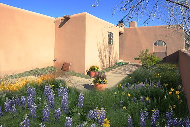 1030 Don Diego, Santa Fe, NM 87505 (MLS #201900158) :: The Desmond Group