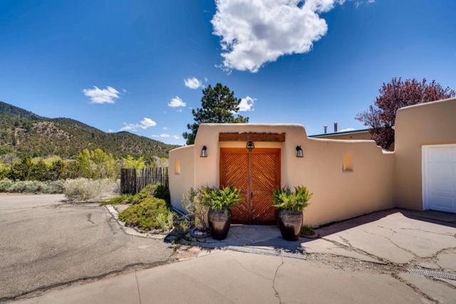 1661 Cerro Gordo, Santa Fe, NM 87501 (MLS #201900277) :: The Very Best of Santa Fe