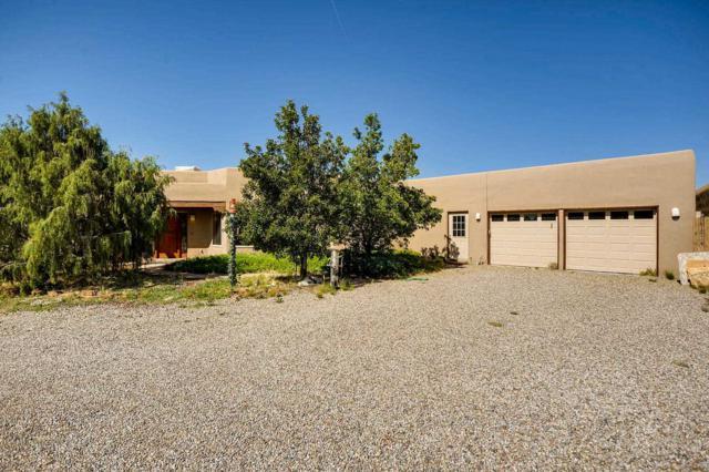 8 Cerrado Drive, Santa Fe, NM 87508 (MLS #201902407) :: The Desmond Group