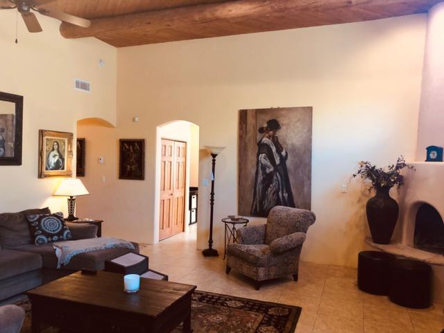 2190 Manuel Medrano, Santa Fe, NM 87505 (MLS #201902779) :: The Desmond Group