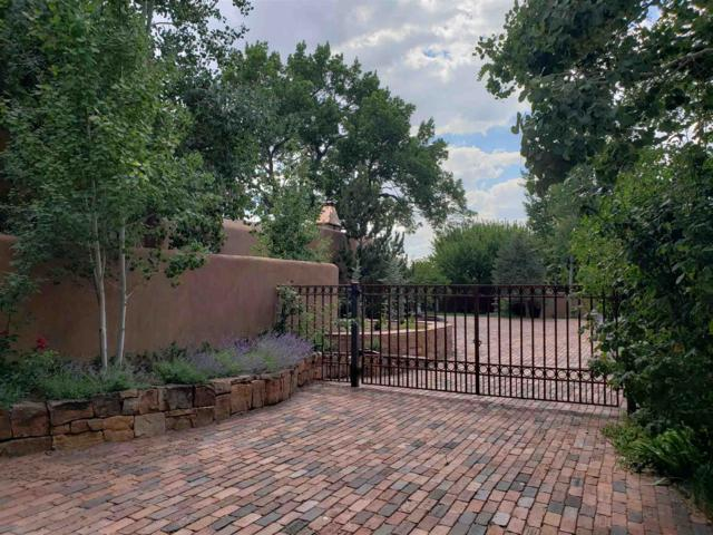 984 C Acequia Madre, Santa Fe, NM 87505 (MLS #201903368) :: The Desmond Group