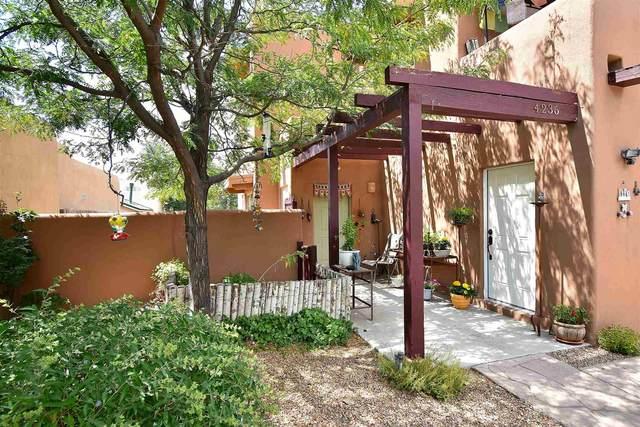 4236 Vuelta Colorada, Santa Fe, NM 87507 (MLS #201903966) :: Berkshire Hathaway HomeServices Santa Fe Real Estate