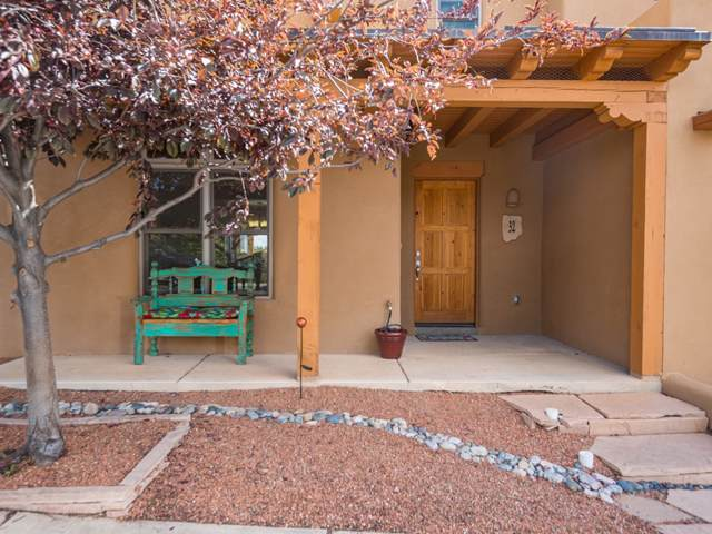 32 E Via Plaza Nueva, Santa Fe, NM 87507 (MLS #201904316) :: The Very Best of Santa Fe