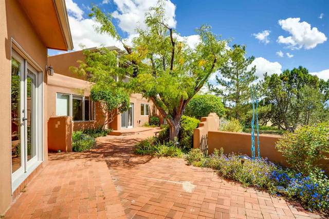 14 Vista Grande Circle, Santa Fe, NM 87508 (MLS #201904374) :: Berkshire Hathaway HomeServices Santa Fe Real Estate