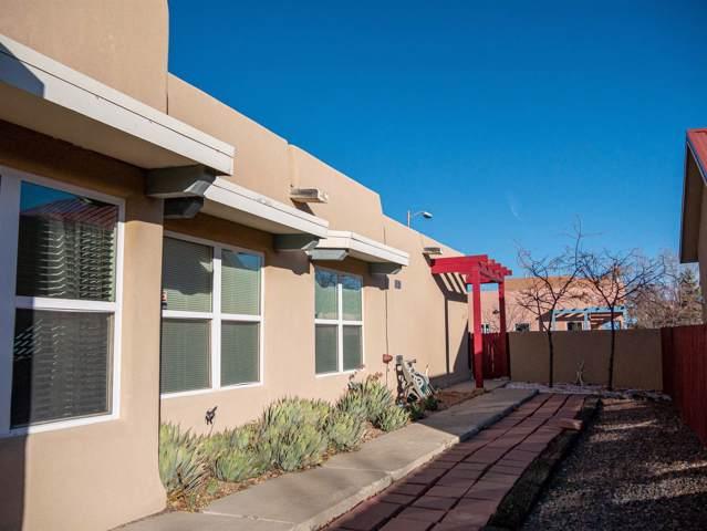 4244 Vuelta Colorada, Santa Fe, NM 87507 (MLS #201905109) :: The Desmond Group