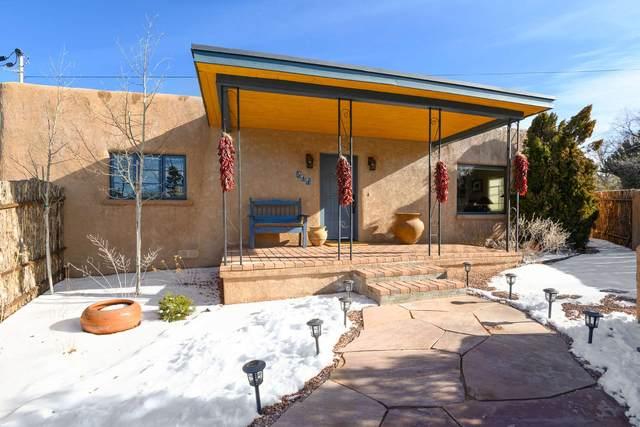 511 Camino Cabra, Santa Fe, NM 87505 (MLS #202000379) :: The Desmond Hamilton Group