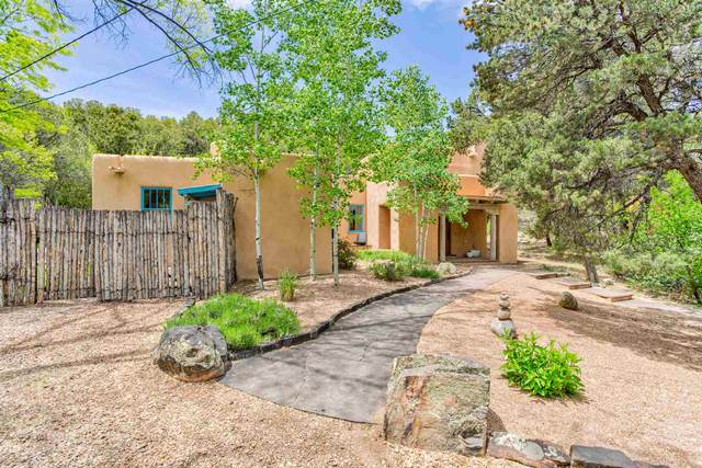 5 Oso Ct, Santa Fe, NM 87506 (MLS #202001853) :: The Desmond Hamilton Group