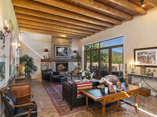 954 Santo Nino Place, Santa Fe, NM 87501 (MLS #202002061) :: The Desmond Hamilton Group