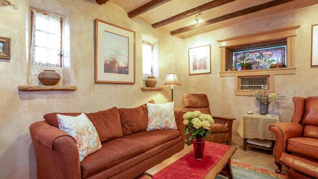 632 Old Santa Fe Trail #3, Santa Fe, NM 87505 (MLS #202003944) :: Summit Group Real Estate Professionals