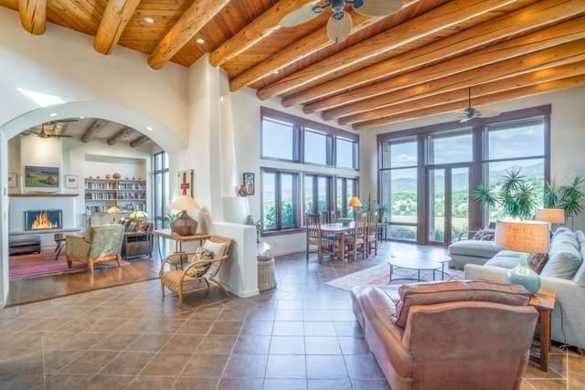 8 Avenida La Scala, Santa Fe, NM 87506 (MLS #202004165) :: Summit Group Real Estate Professionals