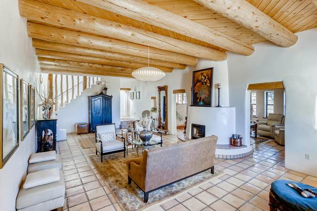 104 Calle Paula, Santa Fe, NM 87505 (MLS #202004806) :: Neil Lyon Group | Sotheby's International Realty