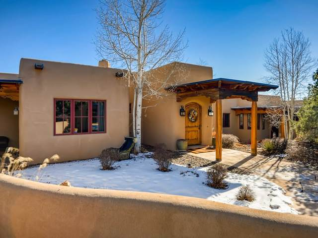 4 Bishops Dome, Santa Fe, NM 87506 (MLS #202005233) :: Neil Lyon Group | Sotheby's International Realty