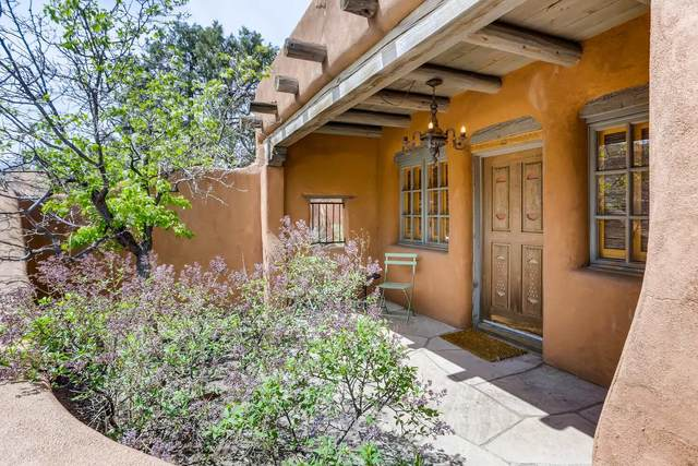 507 Agua Fria, Santa Fe, NM 87501 (MLS #202101404) :: The Very Best of Santa Fe
