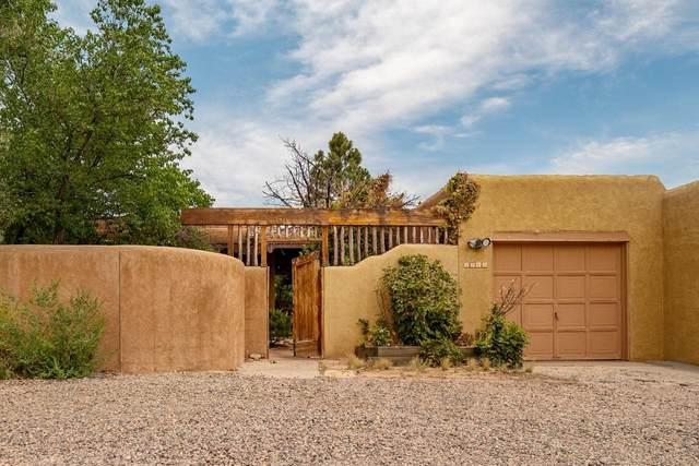 2202 Paseo De Los Chamisos, Santa Fe, NM 87505 (MLS #202102608) :: Berkshire Hathaway HomeServices Santa Fe Real Estate