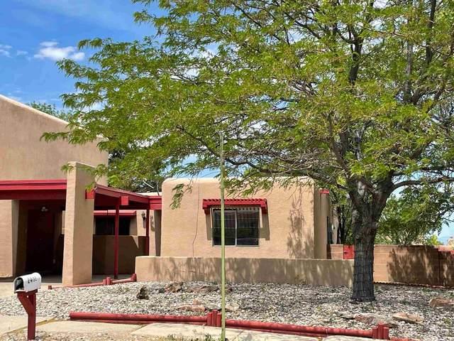 2402 Calle Zaguan, Santa Fe, NM 87505 (MLS #202102611) :: Neil Lyon Group | Sotheby's International Realty
