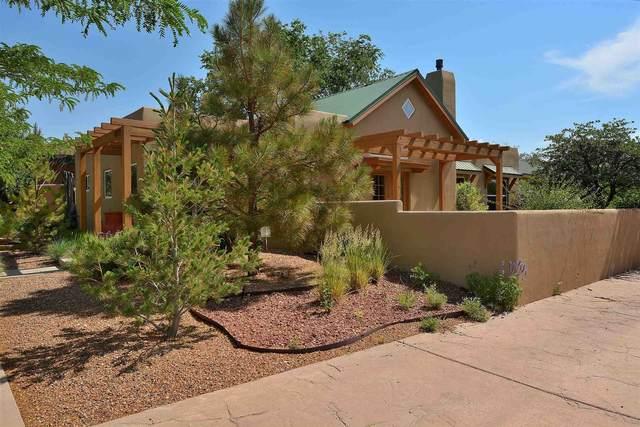 4217 Vuelta Colorada, Santa Fe, NM 87507 (MLS #202102640) :: Neil Lyon Group | Sotheby's International Realty