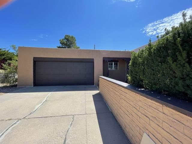 121 La Placita, Santa Fe, NM 87505 (MLS #202103447) :: Stephanie Hamilton Real Estate
