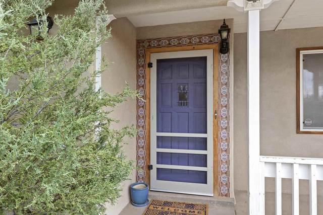 961 Acequia De Las Joyas, Santa Fe, NM 87505 (MLS #202103683) :: Berkshire Hathaway HomeServices Santa Fe Real Estate