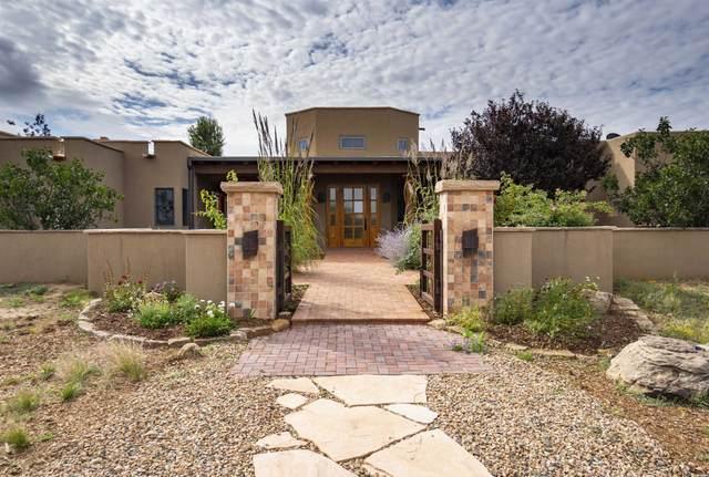 11 B Camino De Los Montoyas, Santa Fe, NM 87506 (MLS #202103986) :: The Very Best of Santa Fe