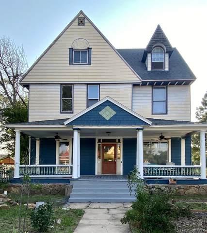 925 Sixth St, Las Vegas, NM 87701 (MLS #202104076) :: Berkshire Hathaway HomeServices Santa Fe Real Estate