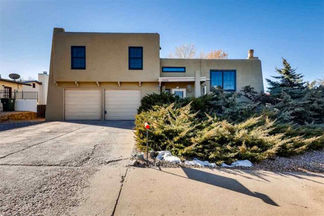 2528 Camino Espuela, Santa Fe, NM 87505 (MLS #201805695) :: The Very Best of Santa Fe