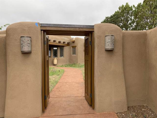 89 Sunlit Drive, Santa Fe, NM 87508 (MLS #201904257) :: The Desmond Group