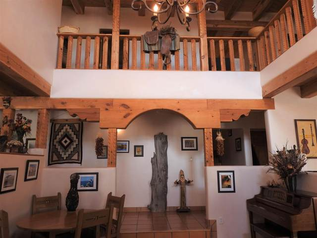 1706 San Ysidro Crossing, Santa Fe, NM 87507 (MLS #202003131) :: Summit Group Real Estate Professionals