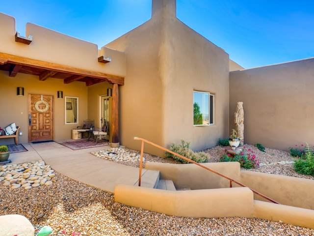 10 Camino Botanica, Santa Fe, NM 87507 (MLS #202004402) :: Stephanie Hamilton Real Estate