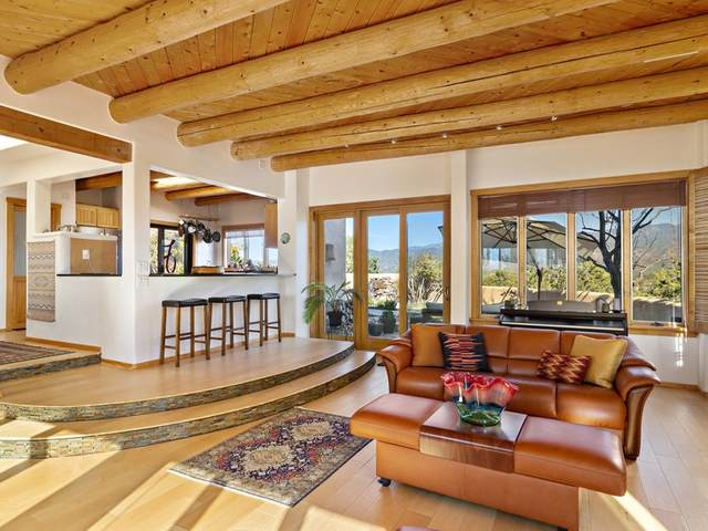 1359 Tano Ridge Road, Santa Fe, NM 87506 (MLS #202004421) :: Berkshire Hathaway HomeServices Santa Fe Real Estate
