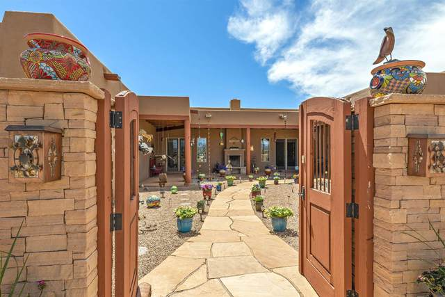 15 Silver Saddle, Santa Fe, NM 87540 (MLS #202101558) :: The Very Best of Santa Fe