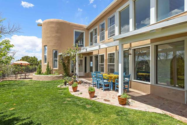 25A Camino Chupadero, Santa Fe, NM 87506 (MLS #202101943) :: Neil Lyon Group | Sotheby's International Realty